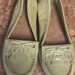 Lot of 4 women's shoes. Brand new.